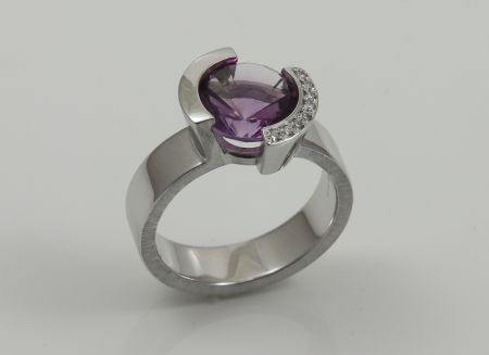 Weissgoldring 585Pd mit Amethyst